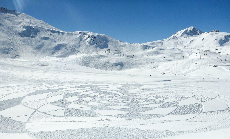Geometrische designs in sneeuw door Simon Beck